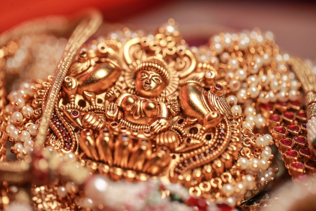 indian wedding jewelry for brides,bridal jewellery gold,platinum jewellery,Precious stones,	necklace for sarees